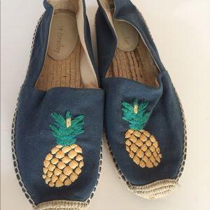 Last chance Vera Bradley pineapple espadrille 8